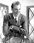 Gary Cooper (avec une montre Cartier, modele Tank basculante) en 1935   ---  Gary Cooper (with Cartier watch, model bascule Tank) in 1935