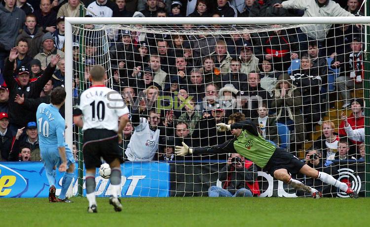 Pix: Rob Matthews/SWpix.com. Soccer. Barclaycard Premiership. Season 2003/2004. Fulham v Tottenham 31/1/2004...COPYWRIGHT PICTURE>>SIMON WILKINSON>>01943 608782>>..Robbie Keane scores from the penalty spot..