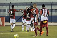 PENÁPOLIS, 19 DE FEVEREIRO DE 2014  ESPORTES  FUTEBOL - CAMPEONATO PAULISTA SÉRIE A - PENAPOLENSE X PORTUGUESA - Diego Augusto comemora com jogadores após marcar seu gol,  durante partida contra a equipe, da Penapolense, válida pela nona rodada do campeonato Paulista série (A), no estádio Tenente Carriço, na cidade de Penápolis, nesta quarta (19) às 19h30. FOTOS: Dorival Rosa/Brazil Photo Press).