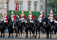 England, London Whitehall: Wachabloesung vor Horse Guards   United Kingdom, London Whitehall: Changing of the Guard at Horse Guards