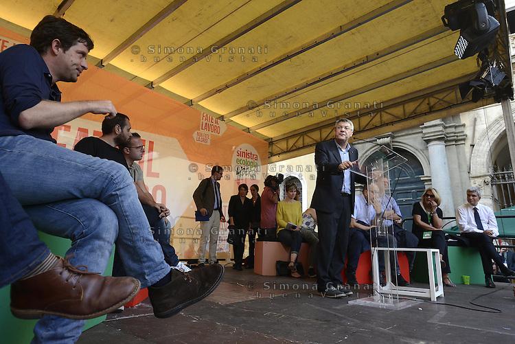 Roma, 4 Ottobre 2014<br /> Piazza Santi Apostoli<br /> Manifestazione di Sinistra, Ecologia e Libertà per una nuova politivca economica, contro l'austerity.<br /> <br />  Giuseppe Civati PD, Maurizio Landini FIOM e Nichi Vendola, segretario Sel