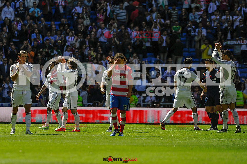 Real Madrid´s players thanks the supporters during 2014-15 La Liga match between Real Madrid and Granada at Santiago Bernabeu stadium in Madrid, Spain. April 05, 2015. (ALTERPHOTOS/Luis Fernandez) /NORTEphoto.com