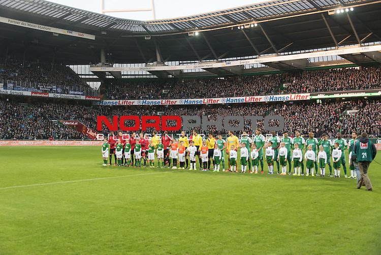 28.11.2015, Weser Stadion, Bremen, GER, 1.FBL. Werder Bremen vs Hamburger SV, im Bild<br /> <br /> Aufstellung der Mannschaft mit den Einlaufkids<br /> <br /> Foto &copy; nordphoto / Kokenge