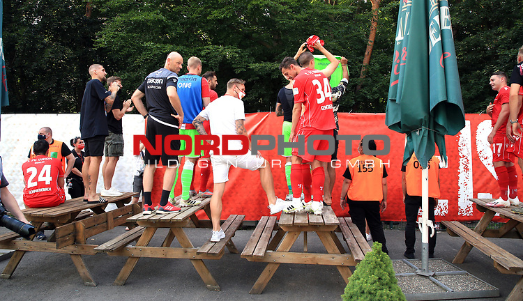 27.06.2020, Stadion an der Wuhlheide, Berlin, GER, DFL, 1.FBL, 1.FC UNION BERLIN  VS. Fortuna Duesseldorf , <br /> DFL  regulations prohibit any use of photographs as image sequences and/or quasi-video<br /> im Bild Union-Spieler bei den Fan hinterm Zaun, Sebastian Polter (1.FC Union Berlin #9)<br /> <br /> <br />      <br /> Foto © nordphoto / Engler