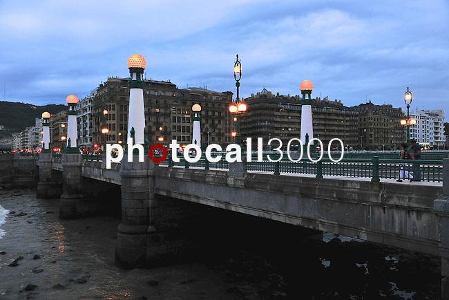 De paseo por Donosti..Puente del Kursaal