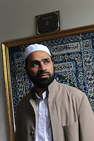 Sami Salim, Imam della Moschea El Fath.Associazione islamica culturale.Situata in un quartiere dove risiede una comunità musulmana molto numerosa, in questa moschea si incontrano i fedeli per le cinque preghiere del giorno e per quella del venerdì.Si tengono corsi di arabo e di religione per bambini musulmani. I responsabili della moschea promuovono incontri con comunità cattoliche..Sami Salim, Imam of El Fath Mosque .Islamic Cultural Association. Located in a neighborhood where a very large Muslim community, in this mosque the faithful come together for the five prayers of the day and that of Friday. You take courses in Arabic and religion to Muslim children. .The leaders of the mosque promote meetings with the Catholic community......