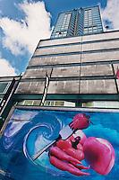 Amérique/Amérique du Nord/Canada/Québec/Montréal: Camion de livraison de fruits et légumes devant  La Tour McGill, gratte-ciel - Montréal Ville Gourmande