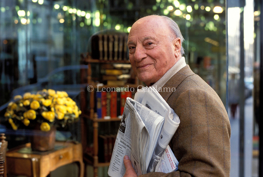 Raffaele La Capria (born 8 October 1922) is an Italian novelist and screenwriter, known especially for the three novels which were collected. Paris 3 Avril 2002. © Leonardo Cendamo