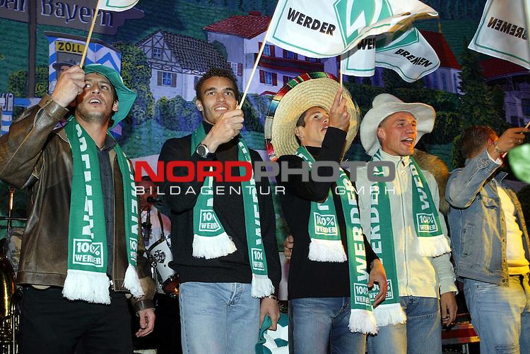 Werder Profis im Bayern Zelt<br /> Traditionell mussten die Neuzugaenge des SV Werder Bremen auf die Buehne im Bayernzelt auf dem Bremer Freimarkt sich dem Publikum praesentieren. Uemit Davala, Valerien Ismael, Nelson Haedo Valdez und Christian Lenze (v.l.n.r.:) in Feier Laune.<br /> Foto &copy; nordphoto - Ruediger Lampe<br /> <br />  *** Local Caption *** Foto ist honorarpflichtig! zzgl. gesetzl. MwSt.<br />  Belegexemplar erforderlich<br /> Adresse: nordphoto<br /> Georg-Reinke-Strasse 1<br /> 49377 Vechta
