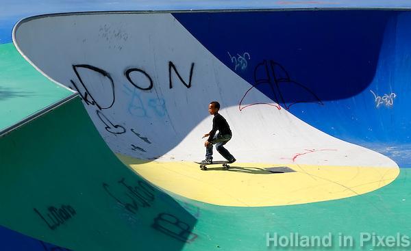 AMSTERDAM- Bijlmer park. Recreatie en sportpark. Skaten in het skatepark