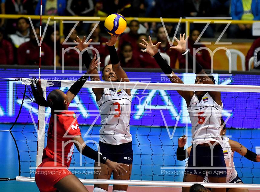 BOGOTÁ-COLOMBIA, 08-01-2020: Dayana Segovia y Valerin Carabalí de Colombia, intentan un bloqueo al ataque de balón a Magullaura Frias de Perú, durante partido entre Perú y Colombia en el Preolímpico Suramericano de Voleibol, clasificatorio a los Juegos Olímpicos Tokio 2020, jugado en el Coliseo del Salitre en la ciudad de Bogotá del 7 al 9 de enero de 2020. / Dayana Segovia y Valerin Carabali from Colombia, trie to block the attack the ball to Magullaura Frias from Peru, during a match between Peru and Colombia, in the South American Volleyball Pre-Olympic Championship, qualifier for the Tokyo 2020 Olympic Games, played in the Colosseum El Salitre in Bogota city, from January 7 to 9, 2020. Photo: VizzorImage / Luis Ramírez / Staff.
