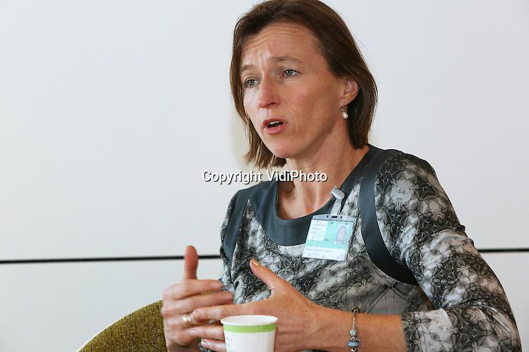Foto: VidiPhoto<br /> <br /> EDE - Portret van Menrike Menkveld, voedingsmanager van ziekenhuis Gelderse Valle in Ede. Gelderse Vallei heeft de voeding in de zorg op een andere wijze georganiseerd dan gebruikelijk in instellingen.