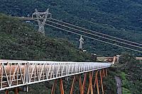 Esteira transportadora de minério de ferro. Companhia Vale do Rio Doce. Nova Lima. Minas Gerais. 2009. Foto de Rogério Reis.