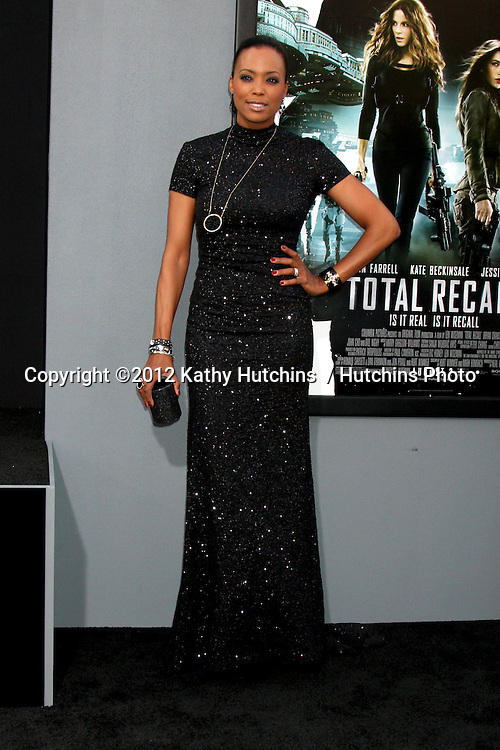 """LOS ANGELES - AUG 1:  Aisha Tyler arrives at the """"Total Recall"""" Premiere at Graumans Chinese Theater on August 1, 2012 in Los Angeles, CA"""