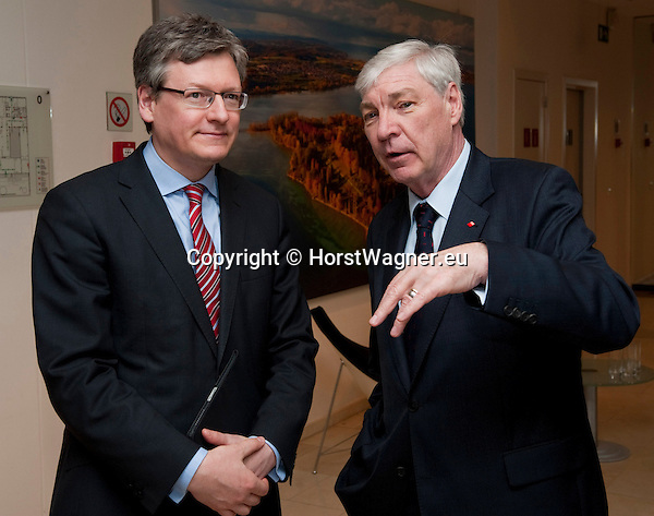 Brussels-Belgium - April 24, 2013 -- 'A Marshall Plan for Europe', a presentation / speech by Michael SOMMER (ri), President of the German Trade Union Confederation (DGB, Deutscher Gewerkschaftsbund), at the Representation of Baden-Württemberg to the EU; here, with László (Laszlo) ANDOR (le), European Commissioner in charge of Employment, Social Affairs and Inclusion -- Photo: © HorstWagner.eu