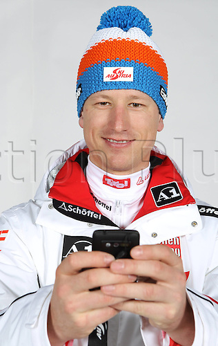 16.10.2010  Winter sports OSV Einkleidung Innsbruck Austria. Ski Alpine OSV Austrian Ski Federation. Picture shows Hannes Reichelt AUT Keywords Handy