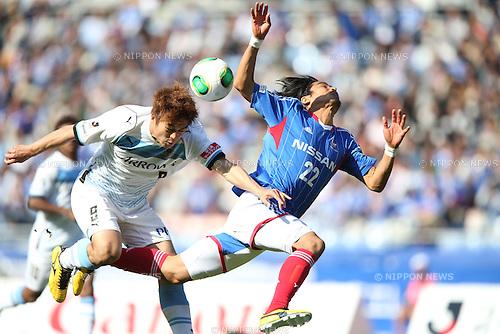 Takuro Yajima (Frontale), Yuji Nakazawa (F Marinos),.APRIL 13, 2013 - Football / Soccer :.2013 J.League Division 1 match between Yokohama F Marinos 2-1 Kawasaki Frontale at Nissan Stadium in Kanagawa, Japan. (Photo by Kenzaburo Matsuoka/AFLO)