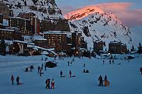 Europe/France/Rhône-Alpes/74/Haute Savoie/Avoriaz:  La station au soleil couchant