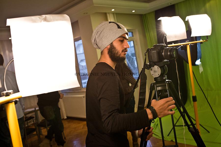 Gaziantep, Turkey: Preparation of the filming equipment.<br /> <br /> Gaziantep, Turquie: Mise en place du materiel de tournage.