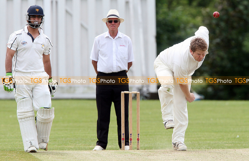 N O'Dell of Upminster in bowling action - Ardleigh Green Cricket Club vs Upminster Cricket Club, Shepherd Neame Essex League at Central Park, Harold Hill - 19/04/09 - MANDATORY CREDIT: Rob Newell/TGSPHOTO - Self billing applies where appropriate - 0845 094 6026 - contact@tgsphoto.co.uk - NO UNPAID USE.