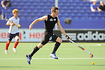 The Hague, Netherlands, June 01: Hugo Inglis #29 of New Zealand competes for a loose ball during the field hockey group match (Men - Group B) between the Black Sticks of New Zealand and Korea on June 1, 2014 during the World Cup 2014 at GreenFields Stadium in The Hague, Netherlands. Final score 2:1 (1:0) (Photo by Dirk Markgraf / www.265-images.com) *** Local caption ***