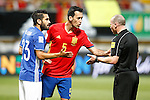 Spain's Sergio Busquets (c) and Liechtenstein's Michele Polverino (l) have words with the referee Lee Evans during FIFA World Cup 2018 Qualifying Round match. September 5,2016.(ALTERPHOTOS/Acero)