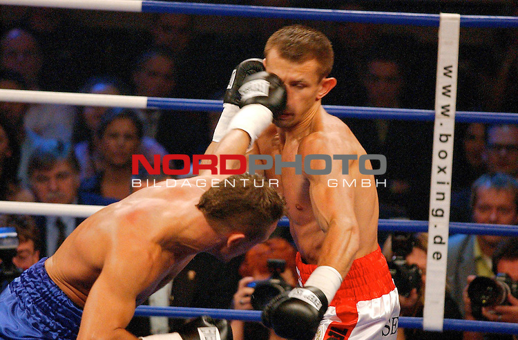 WBC Light Heavyweight Championship<br /> <br /> Duesseldorf Mehrzweckhalle<br /> <br /> Thomas Ulrich ( Germany ) vs. Tomasz Adamek ( Polen )<br /> <br /> <br /> <br /> Thomas Ulrich ( links ) erziehlt gegen Tomasz Adamek erziehlte einen treffer.<br /> <br /> Foto :&copy; nordphoto <br /> <br /> <br /> <br /> <br /> <br /> <br /> <br /> <br /> <br /> <br /> <br /> <br /> <br /> <br /> <br />  Champions Leaque CL 05/06<br /> <br /> <br /> <br /> <br /> <br /> <br /> <br /> <br /> <br /> Foto :&copy; nordphoto <br /> <br /> <br /> <br /> <br /> <br /> <br /> <br />  *** Local Caption *** Foto ist honorarpflichtig! zzgl. gesetzl. MwSt.<br /> <br /> <br /> <br /> <br /> <br /> <br /> <br /> Belegexemplar erforderlich