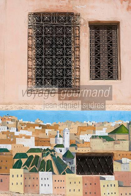 Afrique/Afrique du Nord/Maroc/Fèz: Dans la médina mur peint représentant la médina de Fèz et fenêtre