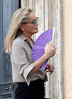 "L'attrice statunitense Sharon Stone sul set del film ""Un ragazzo d'oro"", all'esterno della chiesa di Santa Maria dei Miracoli in piazza del Popolo, Roma, 18 luglio 2013.<br /> U.S. actress Sharon Stone on the set of the movie ""Un ragazzo d'oro"", outside of the church of St. Mary of Miracles in downtown Rome, 18 July 2013.<br /> UPDATE IMAGES PRESS/Riccardo De Luca"