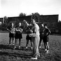 Septembre 1960. Yves Noé, entraîneur du Stade Toulousain, lors d'un entraînement.