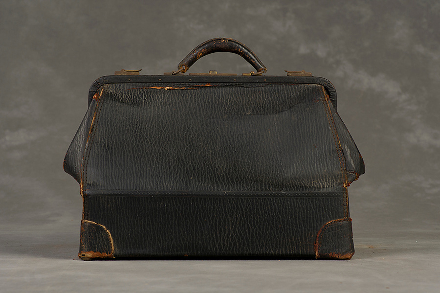Willard Suitcases / Madge B / ©2014 Jon Crispin