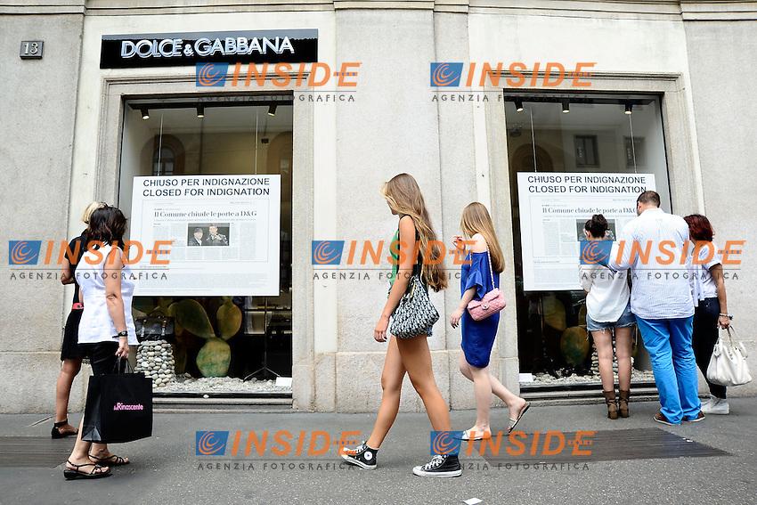 An Milano 19/07/2013 Il negozio Dolce &amp; Gabbana di Milano chiuso per protesta contro il Comune.<br /> D&amp;G, Dolce and Gabbana closed their shop in Milan to protest against the Milan municipality<br /> foto Andrea Ninni/Image/Insidefoto