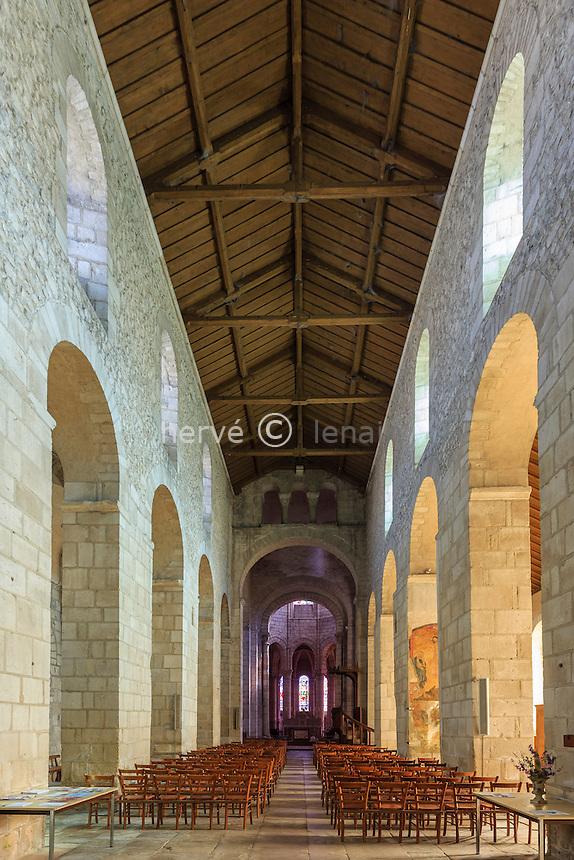 France, Allier (03), Ébreuil, église Saint-Léger d'Ébreuil, la nef // France, Allier, Ebreuil, Saint Leger d'Ebreuil church, the nave