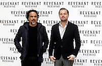 Il regista messicano Alejandro Gonzalez Inarritu, a sinistra, posa con l'attore statunitense Leonardo DiCaprio posano durante un photocall per la presentazione del suo film 'Revenant - Redivivo' a Roma, 16 gennaio 2016.<br /> Mexican director Alejandro Gonzalez Inarritu, left, poses with U.S. actor Leonardo DiCaprio during a photo call to present his movie 'The Revenant' in Rome, 16 January 2016.<br /> UPDATE IMAGES PRESS/Isabella Bonotto