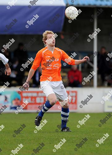 2013-12-08 / Voetbal / seizoen 2013-2014 / Nijlen - Zwijndrecht / Yannick Verstraeten<br /><br />Foto: Mpics.be