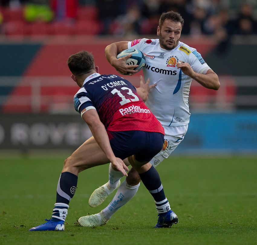 Exeter Chiefs' Phil Dollman evades the tackle of Bristol Bears' Piers O'Conor<br /> <br /> Photographer Bob Bradford/CameraSport<br /> <br /> Gallagher Premiership Round 7 - Bristol Bears v Exeter Chiefs - Sunday 18th November 2018 - Ashton Gate - Bristol<br /> <br /> World Copyright © 2018 CameraSport. All rights reserved. 43 Linden Ave. Countesthorpe. Leicester. England. LE8 5PG - Tel: +44 (0) 116 277 4147 - admin@camerasport.com - www.camerasport.com