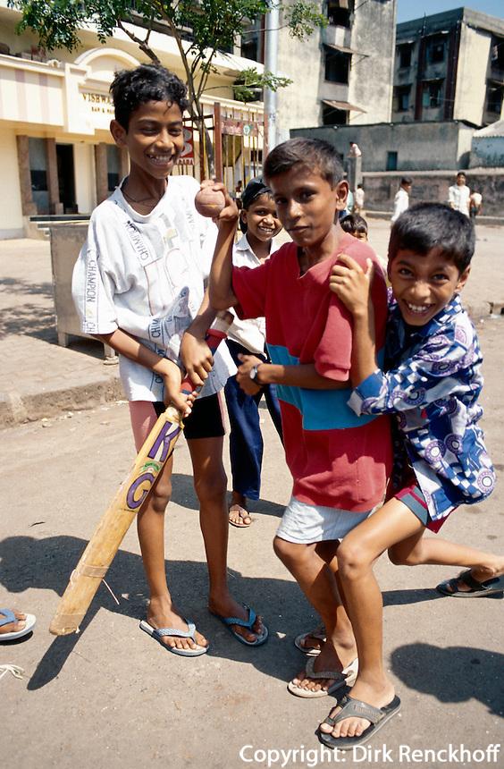 Indien, Bombay (Mumbai), Kinder spielen Cricket