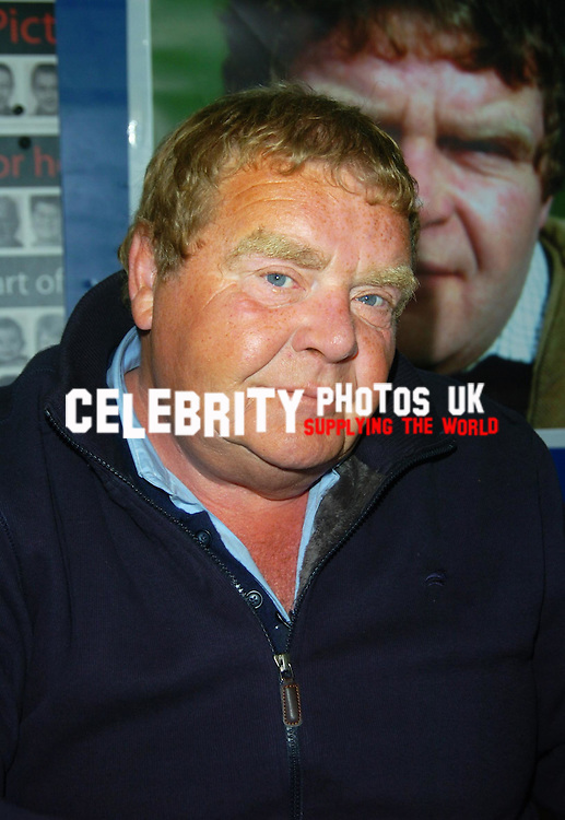 picture brian jordan/retna pictures..picture shows:geoffrey hughes at COLLECTORMANIA 15 FESTIVAL MILTON KEYENS  AT THE MK DONS STADIUM  7 JUNE 2009