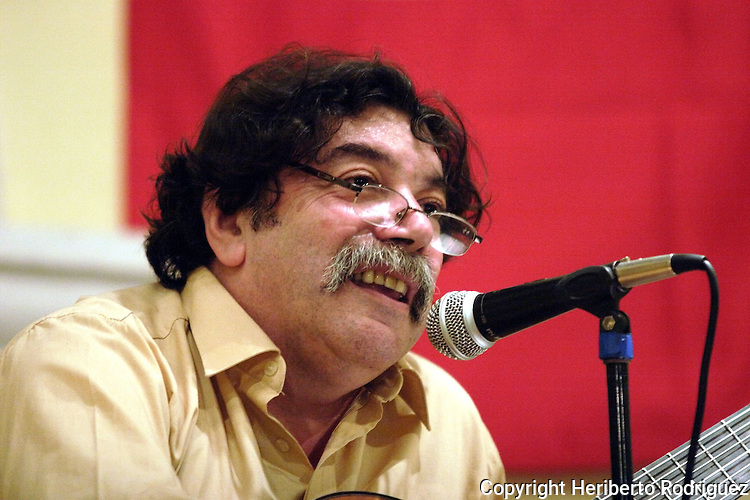 Uruguayan singer Hector Numa Moraes sings during a concert in Mexico city, November 12, 2005. Moraes is on a music tour from Spain, Islas Canarias, Canada, the United States and Mexico. Photo by Heriberto Rodriguez