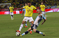 BARRANQUILLA  -COLOMBIA , 17 ,NOVIEMBRE-2015. Edwin Cardona jugador de Colombia   disputa el balon conJavier Mascherano  de Argentina    por la fecha 4 de las eliminatorias para el mundial de Rusia 2018 jugado en el estadio Metropolita Roberto Meléndez./ Edwin Cardona of Colombia fights for the ball with Javier Mascherano of Argentina  during   a match between Colombia and Argentina as part of FIFA 2018 World Cup Qualifier fourt date at Metropolitano Roberto Melendez Stadium on November 17, 2015 in Barranquilla, Colombia. Photo: VizzorImage / Felipe Caicedo / Staff