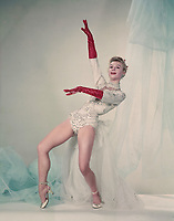 White Christmas (1954) <br /> Promo shot of Vera-ellen<br /> *Filmstill - Editorial Use Only*<br /> CAP/KFS<br /> Image supplied by Capital Pictures