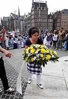 Nederland  Amsterdam - 2018.  Memre Waka optocht door de stad. Op 1 juni wordt in Amsterdam met de herdenkingstocht Memre waka de jaarlijkse Keti koti-maand geopend, die op 1 juli eindigt met de viering van de afschaffing van de slavernij (1 juli 1863). Deze mars wordt georganiseerd door stichting Eer en Herstel en vereniging Opo Kondreman, in samenwerking met onder meer NINSEE en de Black Heritage Tours. Kranslegging op de Dam.  Foto mag niet in negatieve / schadelijke context gebruikt worden.   Foto Berlinda van Dam / Hollandse Hoogte.