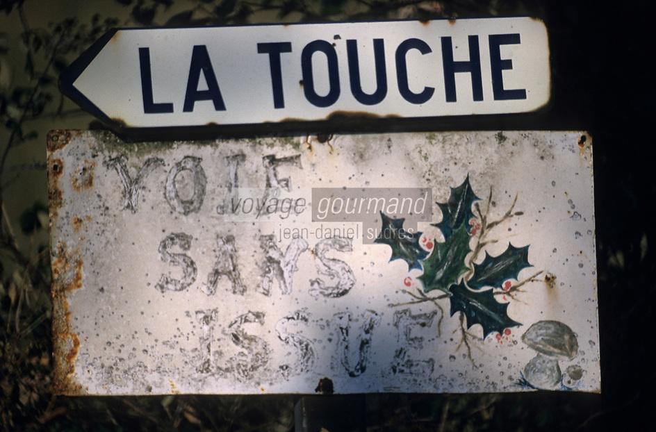 Europe/France/Normandie/Basse-Normandie/61/Orne/Perche : Panneau routier de signalisations de lieux-dits