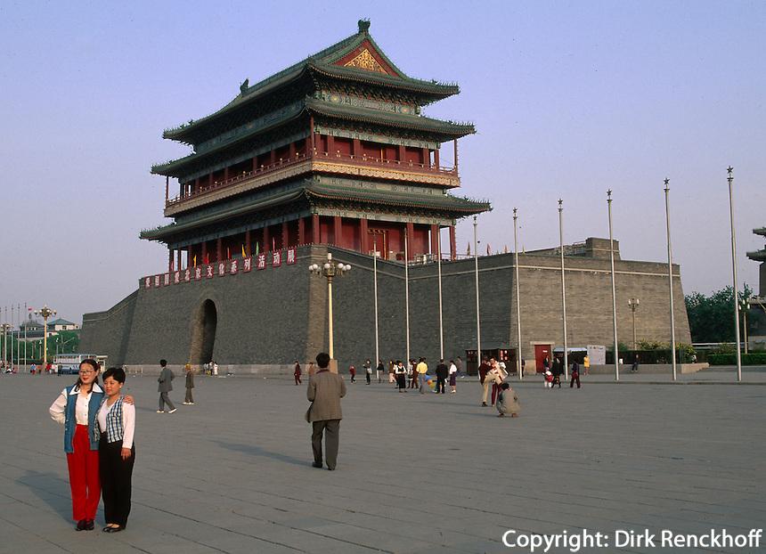 China, Peking,  Das alte Stadttor Qian Men am Tian An Men-Platz