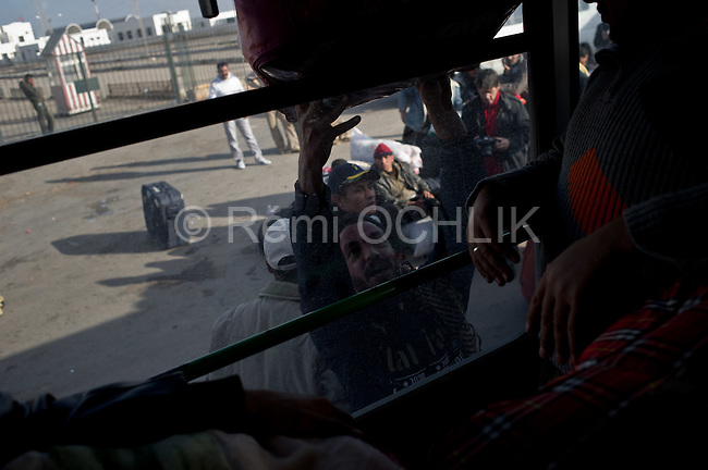 © Remi OCHLIK/IP3 -   Ras El Jedir  Feb. 23 -- Thousands of people fleeing the violence and insecurity in neighboring Libya are crossing the Tunisian border at the Ras El Jedir cross point some 600 km south of the capital. Around 2,500 people cross the border every 6 minutes, putting a strain on the efforts of the Tunisian Red Crescent to cater for the migrants, some of whom have covered long distances to reach the border, said the report...Medical and paramedical teams are manning a newly set-up military hospital and the local bus company is providing free transportation to the neighboring city of Ben Guerdane, aided by a number of volunteers who are ferrying the migrants away from the border to avoid congestion, according to the report...An emergency convoy composed of medicine and foodstuff was dispatched in aid to the Libyan people to Ras El Jedir on Wednesday evening and several hospitals and hostels are preparing to look after the increasing number of Libyan migrants who are fleeing the violence in their country, the report added.