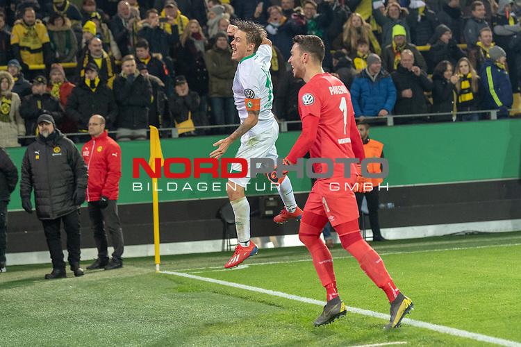 05.02.2019, Signal Iduna Park, Dortmund, GER, DFB-Pokal, Achtelfinale, Borussia Dortmund vs Werder Bremen<br /> <br /> DFB REGULATIONS PROHIBIT ANY USE OF PHOTOGRAPHS AS IMAGE SEQUENCES AND/OR QUASI-VIDEO.<br /> <br /> im Bild / picture shows<br /> <br /> Jubel Max Kruse (Werder Bremen #10) Jiri Pavlenka (Werder Bremen #01)<br /> Foto © nordphoto / Ewert