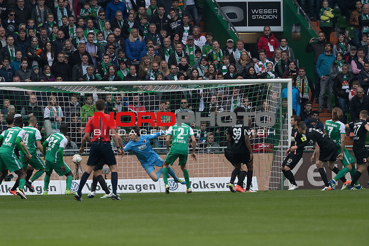 09.04.2016, Weser Stadion, Bremen, GER, 1.FBL. Werder Bremen vs FC Augbsurg, im Bild<br /> <br /> Kopfball Jannik Vestergaard  (Bremen #7) Marvin Hitz (FC Augsburg #35) <br /> Santiago Garcia (Bremen #2)<br /> Francisco da Silva Caiuby (FC Augsburg #30)<br /> Anthony Ujah (Bremen #21)<br /> Sambou Yatabare (Bremen #05)<br /> <br /> Foto &copy; nordphoto / Kokenge