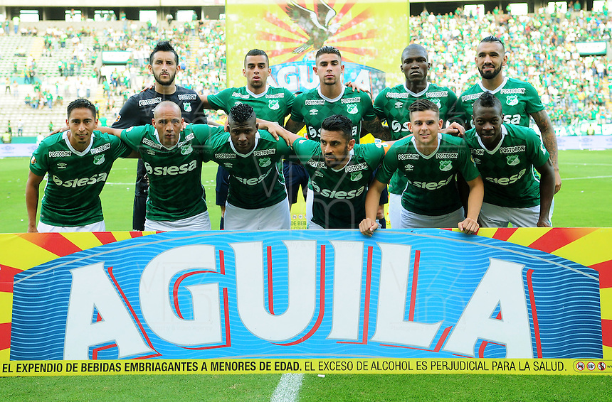 CALI - COLOMBIA -22-10-2016: Los jugadores de Deportivo Cali, posan para una foto, durante partido entre Deportivo Cali y Atletico Junior por la fecha 17 de la Liga Aguila II-2016, jugado en el estadio Deportivo Cali (Palmaseca) de la ciudad de Cali. / The players of Deportivo Cali, pose for a photo, during a match between Deportivo Cali and Atletico Junior, for the date 17 for the Liga Aguila II-2016 at the Deportivo Cali (Palmaseca) stadium in Cali city. Photo: VizzorImage  / Nelson Rios / Cont.