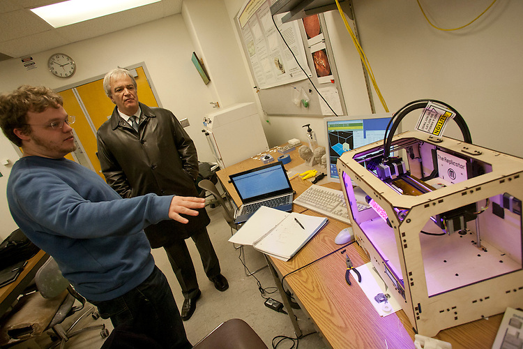 Engineering student Corwin Whitfield shows a 3D printer, to Ron Prosser, alunus, University of Washington Mechanical Engineering Department, Seattle, Washington State, USA,