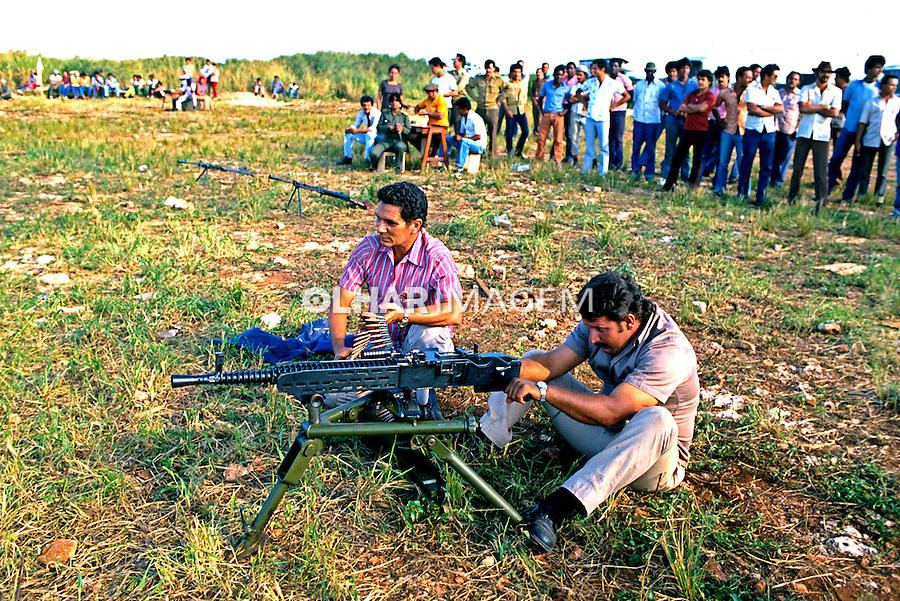 Treinamento de milícias populares em Cuba. 1984. Foto de Juca Martins.